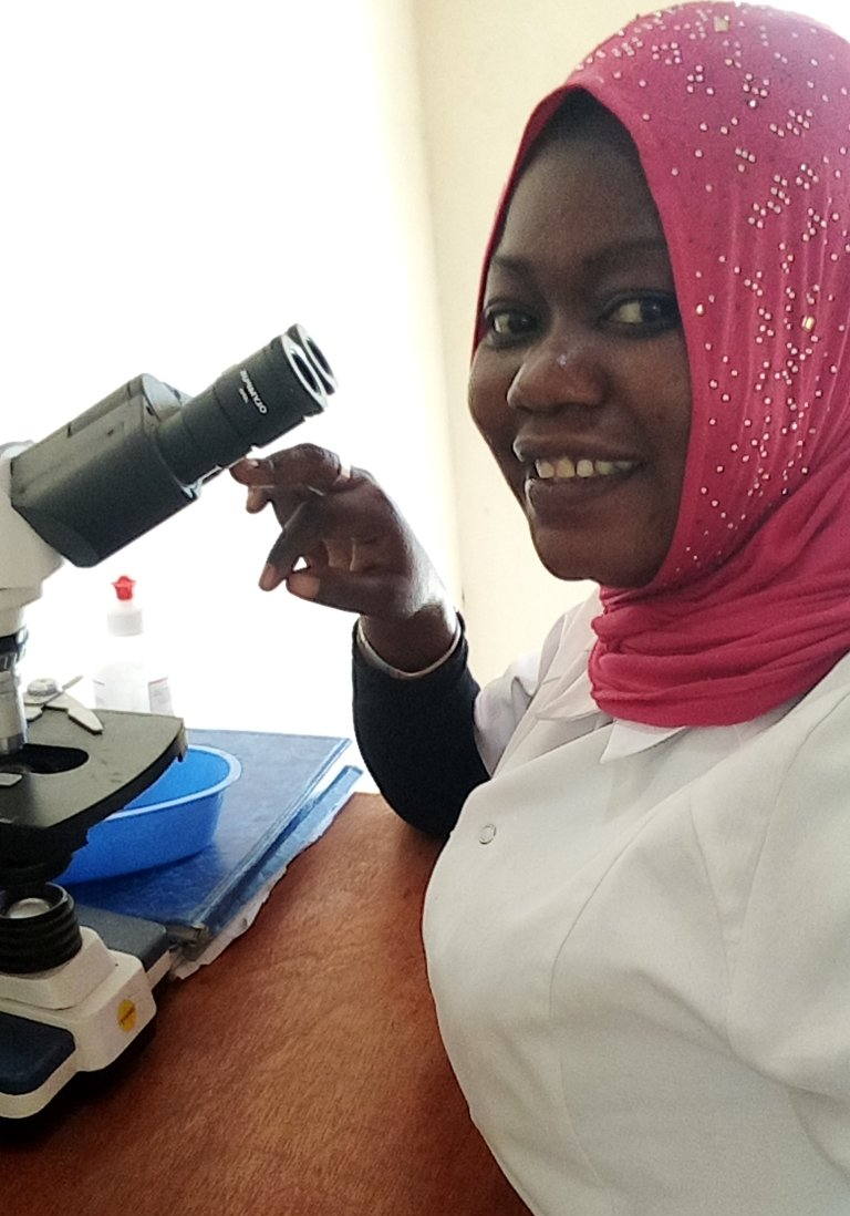 laboratory assistent at work